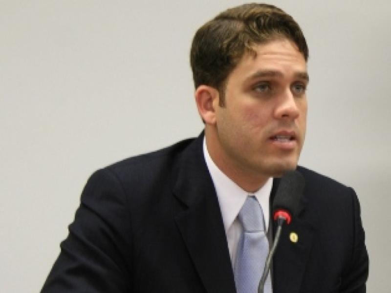 Presidente do Bahia como deputado, gastou demais e faltou muito