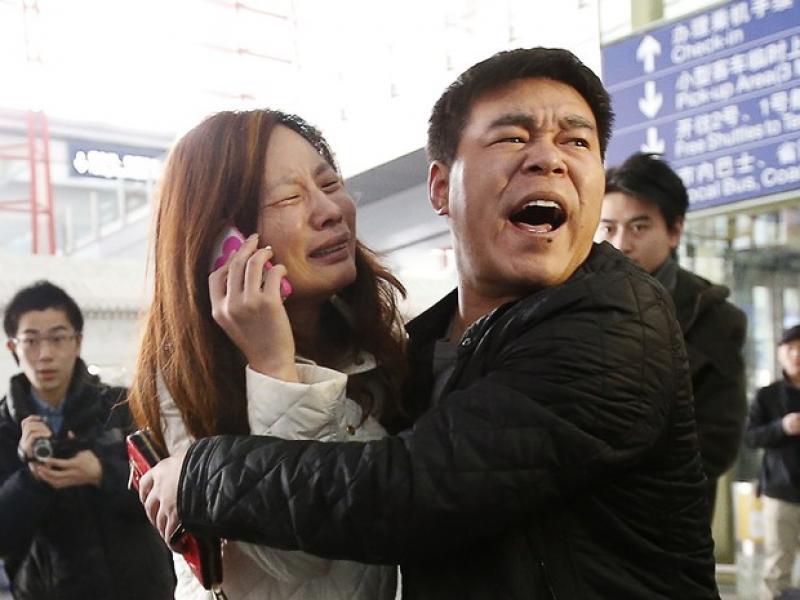 Vietnã afirma que avião que tinha 239 passageiros caiu no mar