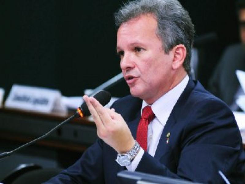 Votação sobre destinação de royalties do petróleo é adiada na Câmara