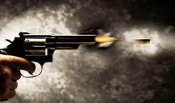 Assalto a carro forte deixa vigilante e criminoso feridos a bala