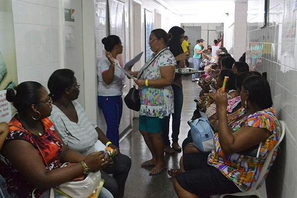 230 mulheres com gigantomastia passam por triagem