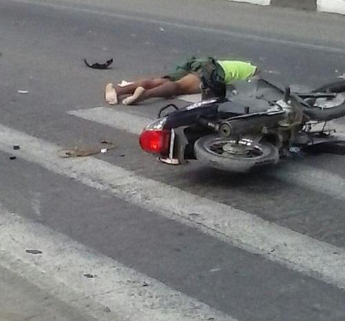 Acidente mata motociclista e homem morre ao cair de passarela