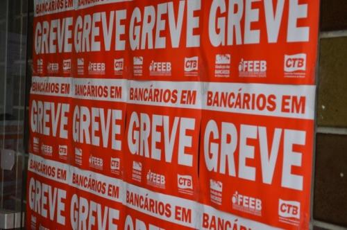 Bancários fazem assembleia na segunda-feira (26) e greve pode ter fim