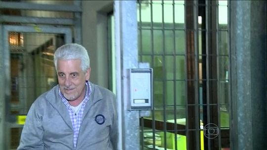 Pizzolato já está com policiais brasileiros e aguarda voo de volta ao Brasil