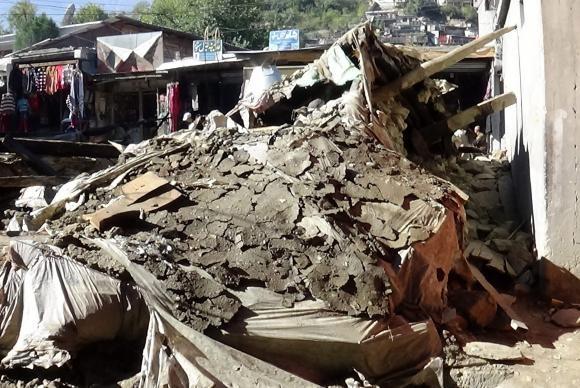 Sobe para 300 número de mortos em terremoto no Afeganistão e Paquistão