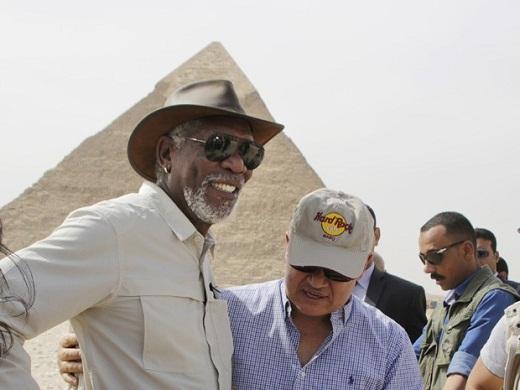Morgan Freeman procura respostas sobre religião em Jerusalém