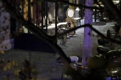 Massacre em casa de shows deixa mais de 100 mortos em Paris