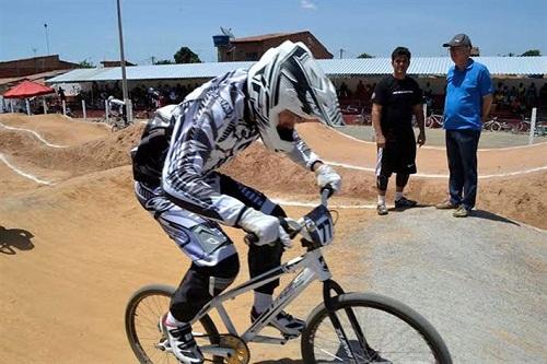 Final do campeonato de bicicross aconteceu domingo em Feira de Santana
