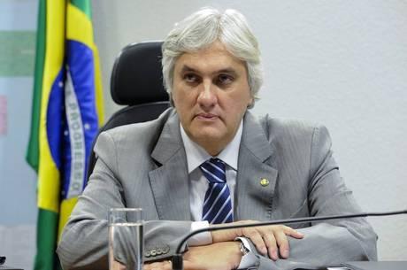 POLÍCIA FEDERAL PRENDE O SENADOR DELCÍDIO E O BANQUEIRO ESTEVES