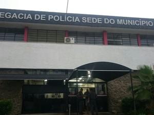 POLICIAL MATA O PRÓPRIO FILHO AO VÊ-LO AGREDINDO A MÃE