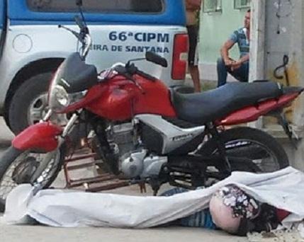 Dupla em bicicleta atira a mata mototaxista clandestino
