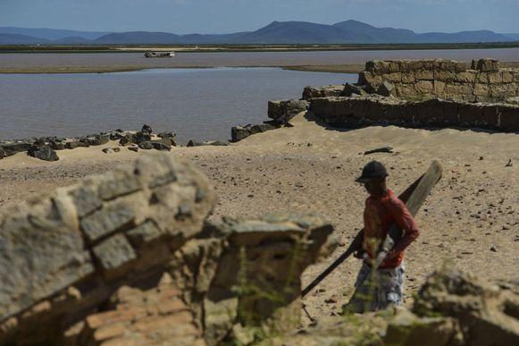 Aparição de ruínas revela memórias de cidades inundadas na Bahia