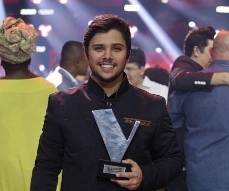 Renato Vianna vence a 4ª edição do 'The Voice Brasil': 'Que voz'