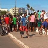 Homem morre e outro fica ferido em tiroteio em praia