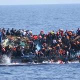 Barco naufraga com mais de 500 migrantes na costa Líbia