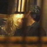 Grazi Massafera beija, beija muito… em restaurante no Rio