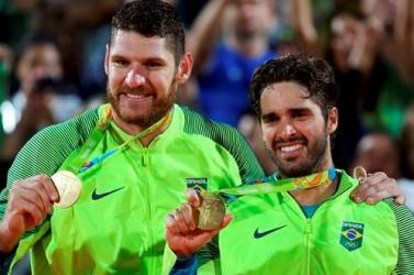 Alison e Bruno Schmidt conquistam ouro para o Brasil na Rio 2016