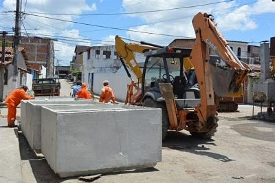 Aduelas estão sendo colocadas na rua São Luiz para serem aplicada no Tunnel Linear