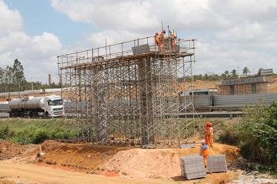 Governo do Estado diz que Viaduto ligando a Avenida Nóide à BR-324 está 60% concluído
