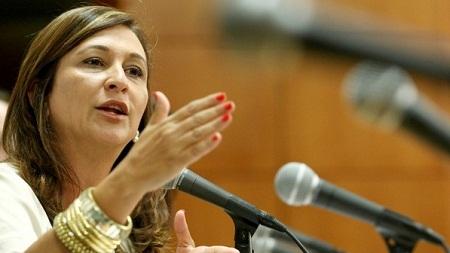 Senadora afirma que receber salário acima do limite é uma forma de corrupção