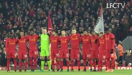 Liverpool faz homenagem arrepiante à Chapecoense: Assista o vídeo