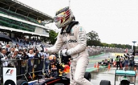 Formula 1: Hamilton vence e leva decisão para Abu Dhabi, Massa não termina