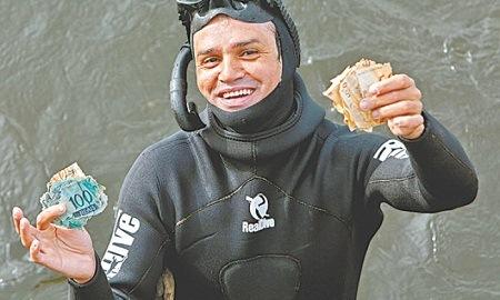 Cédulas de R$ 50 e R$ 100 apareceram misteriosamente nas águas da Urca