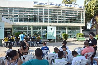Banda Sinfônica Portal do Sertão levou música da MPB à Biblioteca Municipal