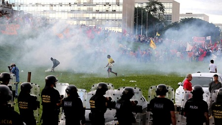 Brasil entre a inércia, o radicalismo e a transformação