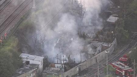 Cerca de 100 famílias ficam desabrigadas após incêndio em favela de São Paulo