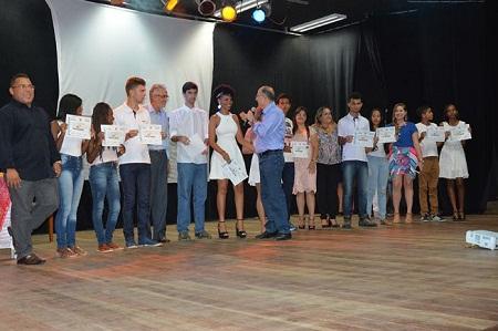 Prefeito entregou diplomas a mais de 600 jovens e adultos em cursos profissionalizantes
