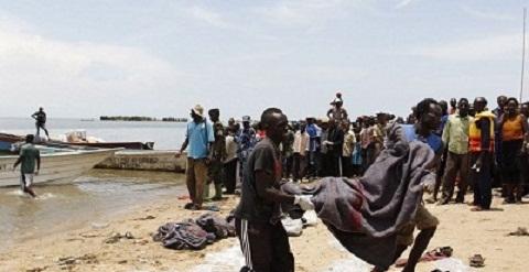 Barco com time de futebol afunda e deixa ao menos nove mortos