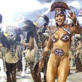 Fantasia sem costeiro de Sabrina Sato faz sucesso na avenida