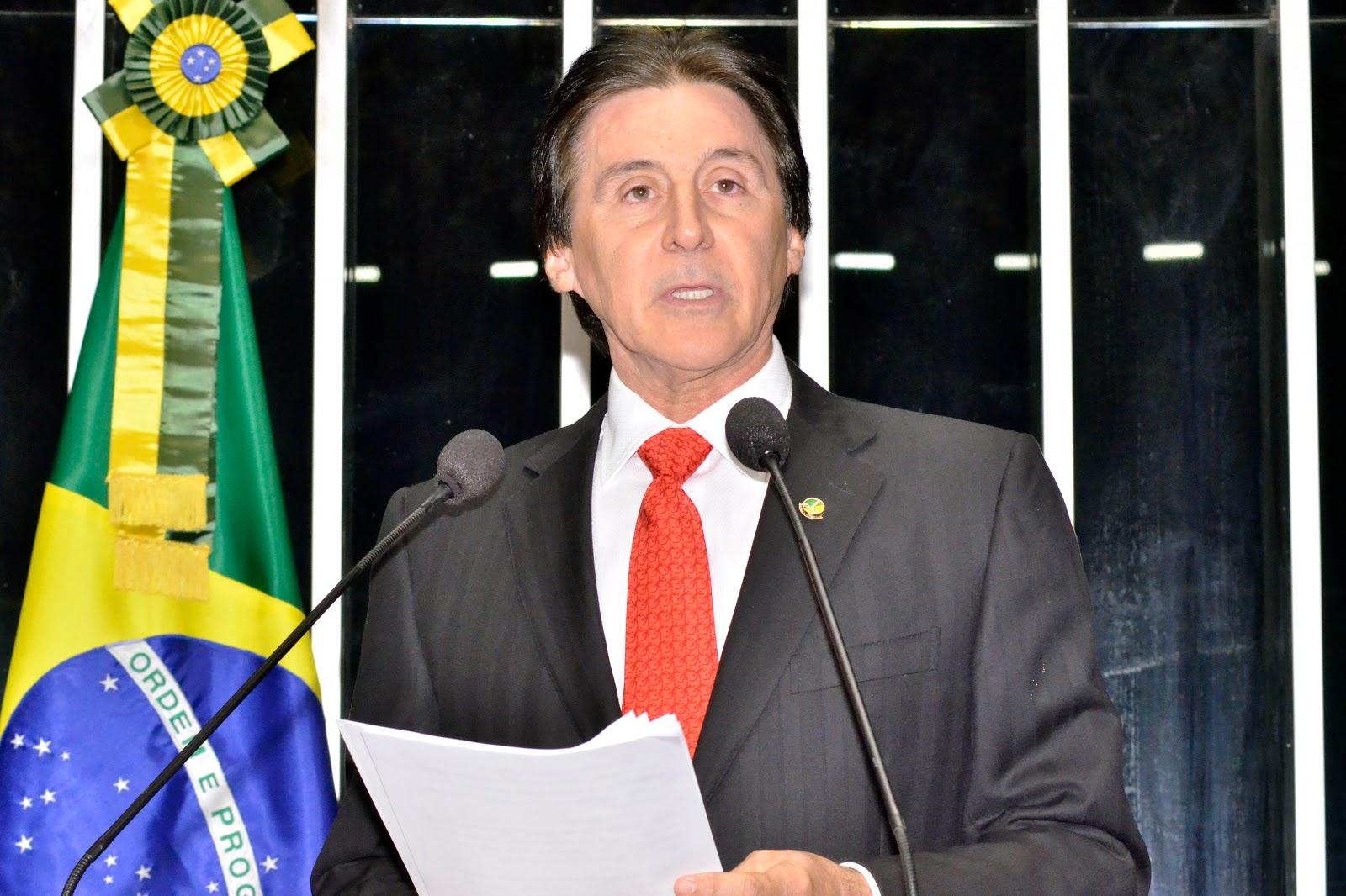 O senador Eunício Oliveira, Presidente do Senado é internado na UTI após desmaio