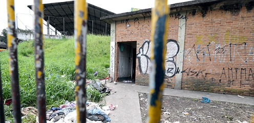 Viciados criam cracolândia dentro de escola estadual de SP