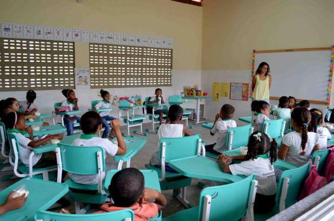 Prefeitura repõe para professores descontos constatados como superiores