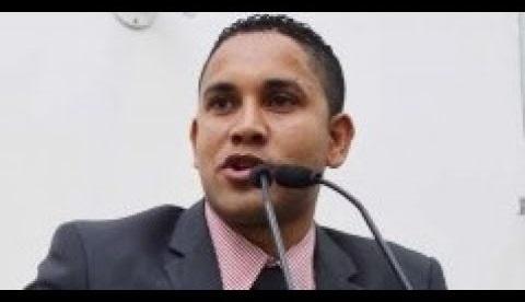 Desmentido pelo próprio vereador que recebeu oferta de droga no Legislativo feirense