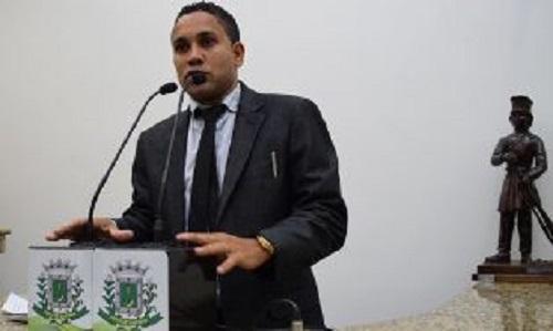 Escândalo: Vereador denuncia comercialização de drogas no Legislativo feirense