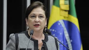 Em crise com ruralistas, Kátia Abreu flerta com esquerda e critica 'reacionários'
