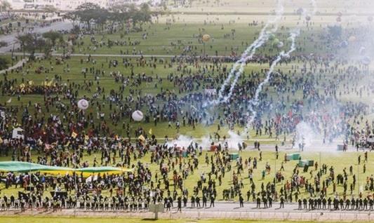 Michel Temer cometeu crime ao convocar Exército contra o povo