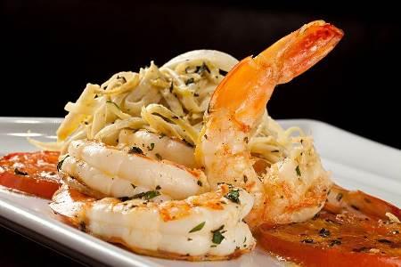 Espaguete de palmito pupunha ao molho de camarão