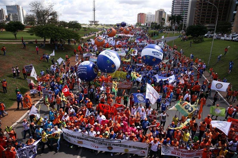 Manifestantes tentam invadir prédio do ministério da Fazenda em Brasília