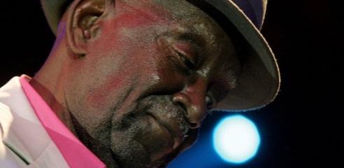 Há 104 anos, nascia Jamelão, tradicional intérprete dos sambas-enredo da Mangueira