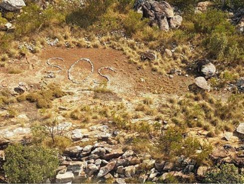 Sinal de SOS com pedras em região remota intriga polícia na Austrália