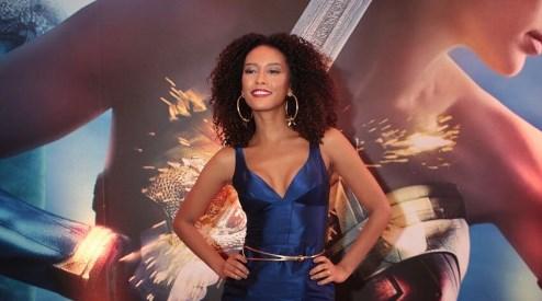 """Taís Araújo prova que é mesmo uma """"Mulher-Maravilha"""""""