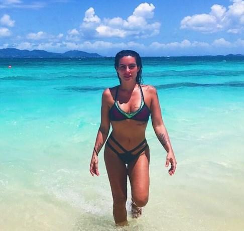 Cleo Pires aposta em biquíni recortado