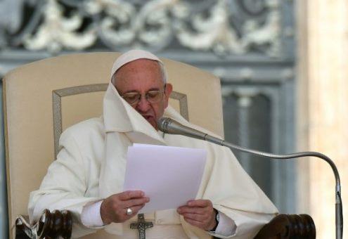 """Papa Francisco propõe """"um minuto de paz"""" pelo mundo"""