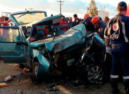 Acidente na BR-116 mata casal de idosos e deixa quatro pessoas feridas