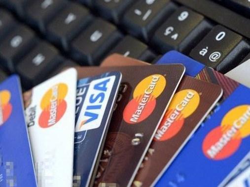 Juro do cartão de crédito em maio cai para a menor taxa em 2 anos, diz BC