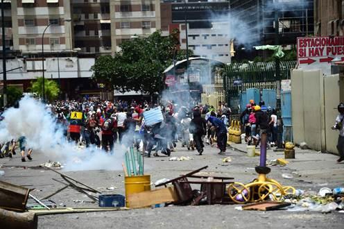 Maduro ignora apelos internacionais e oposição faz greve geral
